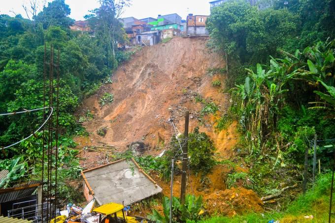 Deslizamento de terra em Ribeirão Pires (SP)