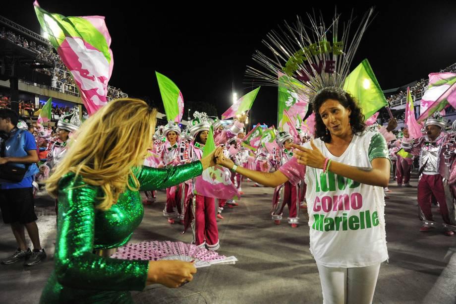 Mônica Benício, viúva de Marielle Franco, participa do desfile da Mangueira no segundo dia de desfile na Marquês de Sapucaí - 05/03/2019