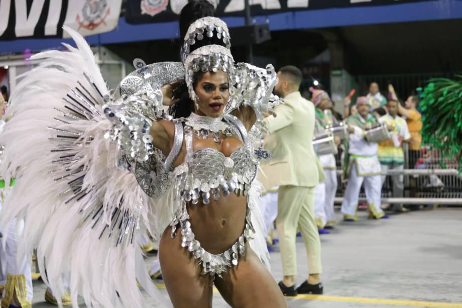 Savia David, rainha de bateria da Unidos de Vila Maria, durante o desfila da escola de samba no sambódromo do Anhembi, em São Paulo - 03/03/2019