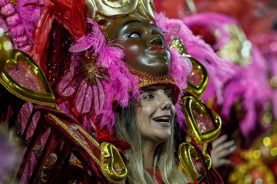 Dançarina da Unidos de Vila Maria desfila no sambódromo do Anhembi, em São Paulo - 03/03/2019