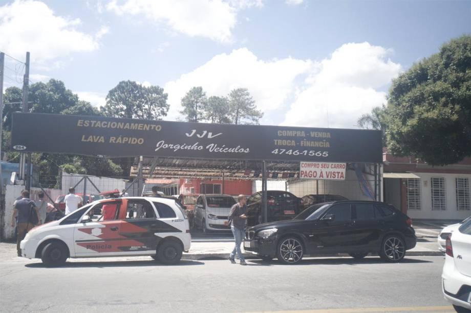 Concessionária onde os adolescentes roubaram o veículo