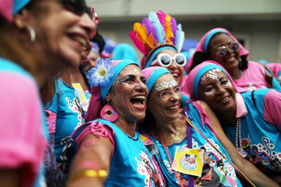Foliões participam do bloco Carmelitas,  no bairro Santa Tereza, no Rio de Janeiro - 01/03/2019