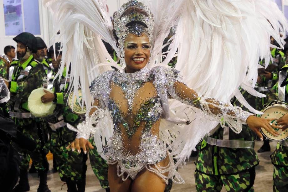 Quitéria Chagas, rainha de bateria da escola de samba Império Serrano, durante desfile no Sambódromo da Marquês de Sapucaí - 03/03/2019