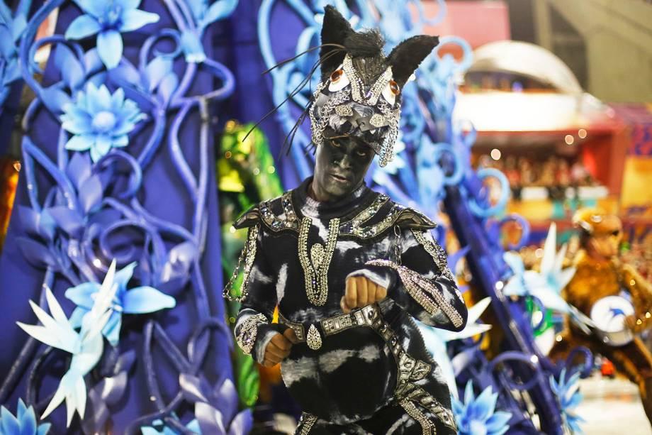 Com o enredo 'Quem não viu vai ver...As fábulas do Beija-flor', a escola de samba Beija-Flor de Nilópolis é a quinta a desfilar no Sambódromo da Marquês de Sapucaí - 04/03/2019
