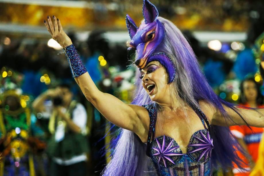 A atriz Claudia Raia desfila pela escola de samba Beija-Flor de Nilópolis - 04/03/2019
