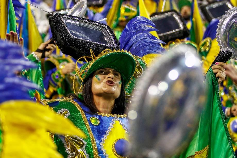 A escola de samba Águia de Ouro aborda a corrupção em seu desfile no Sambódromo do Anhembi - 02/03/2019