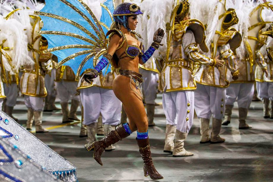 A ex-BBB Cacau Colucci durante desfile da escola de samba Dragões da Real - 03/03/2019