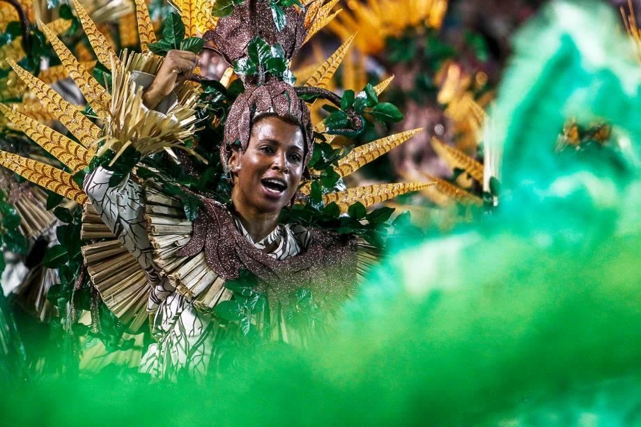 Com o enredo 'Ayakamaé - As águas sagradas do sol e da lua', a escola de samba Mocidade Alegre desfila no Sambódromo do Anhembi, em São Paulo (SP) - 03/03/2019