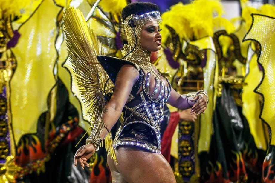 Camila Silva, rainha de bateria da escola de samba Vai-Vai, durante desfile no Sambódromo do Anhembi - 03/03/2019