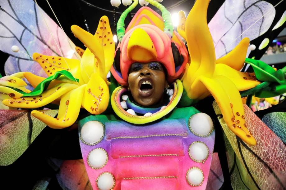 Com o enredo 'Em nome do pai, do filho e dos santos, a Vila canta a cidade de Pedro', a escola de samba Unidos de Vila Isabel desfila na Marquês de Sapucaí - 04/03/2019