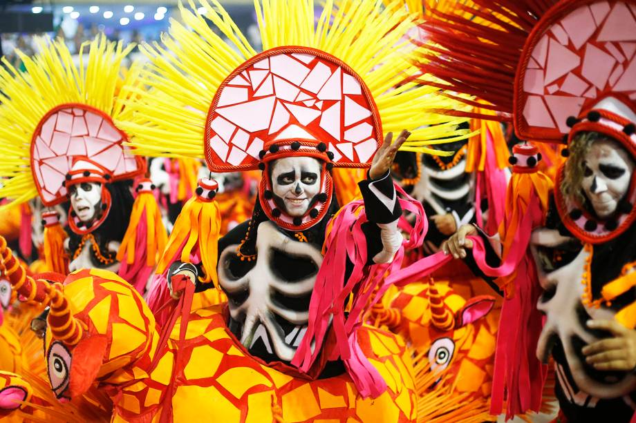 Componentes da escola de samba Paraíso do Tuiuti, durante desfile no Sambódromo da Marquês de Sapucaí - 05/03/2019