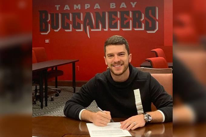 Cairo Santos renova com o Tampa Bay Buccaneers, para a próxima temporada da NFL