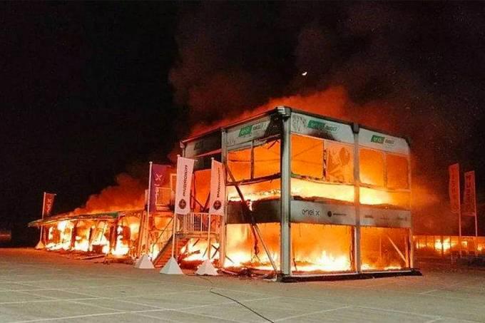 Incêndio nos boxes de Jerez de la Frontera destrói motos da categoria elétrica