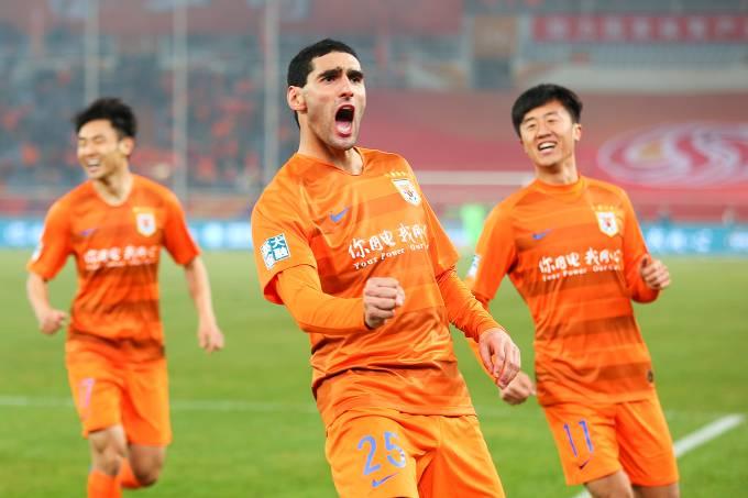 Marouane Fellaini estreia com gol no Campeonato Chinês