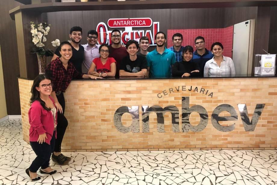 Participantes de processo seletivo da Ambev, em Manaus
