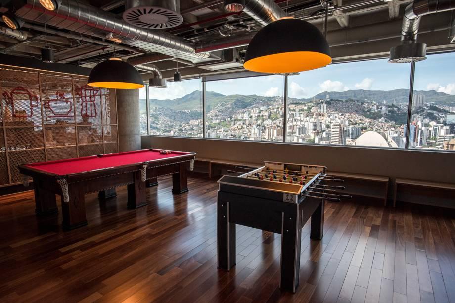 Espaço de lazer com mesa de sinuca no centro de engenharia do Google, em Belo Horizonte