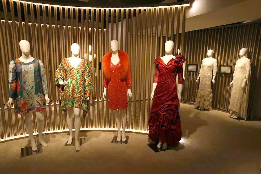 Vestidos que pertenceram a Hebe Camargo estão expostos em São Paulo até junho