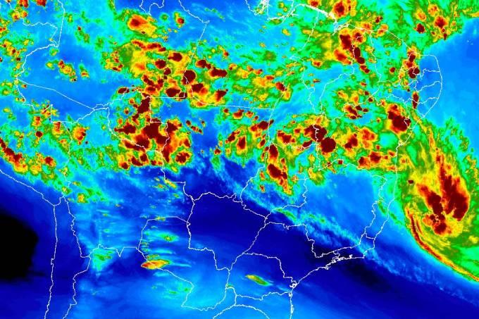 Imagem de satélite mostra tempestade 'Iba' se aproximando do litoral da Bahia