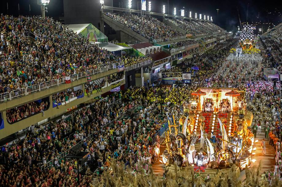 Escola de samba Mangueira durante desfile na Marquês de Sapucaí - 05/03/2019