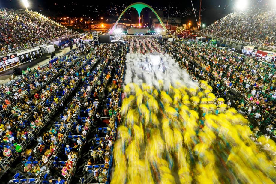 Rastros da passagem da escola de samba Mangueira durante desfile na Marquês de Sapucaí - 05/03/2019