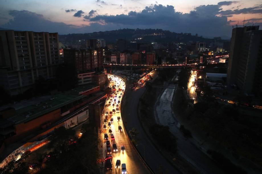 Vista geral da cidade de Caracas durante apagão que afeta grande parte da Venezuela - 09/03/2019