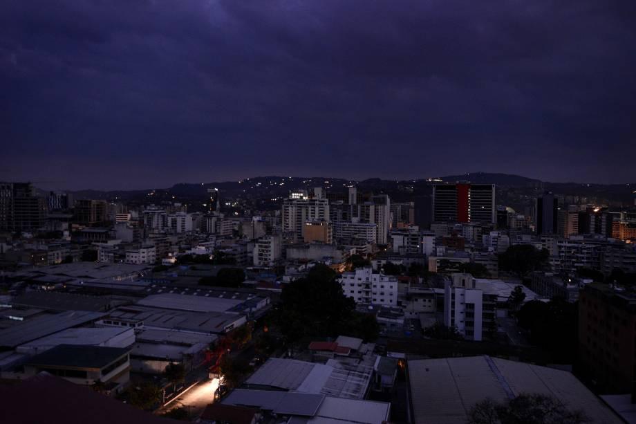 Vista do bairro de Chacao durante um corte de energia em Caracas, na Venezuela - 07/03/2019