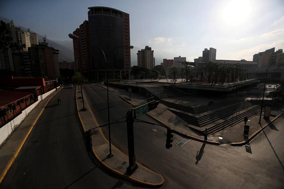 Região comercial na cidade de Caracas, Venezuela, é fotografada durante mais uma manhã de apagão - 26/03/2019