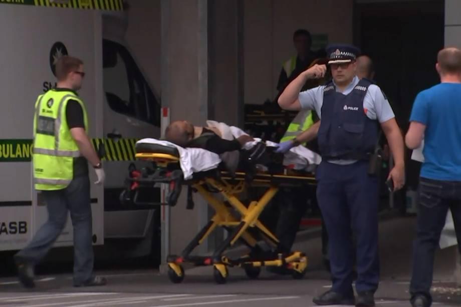 """A primeira-ministra Jacinda Ardern descreveu o ataque como """"um dos dias mais sombrios da Nova Zelândia"""""""