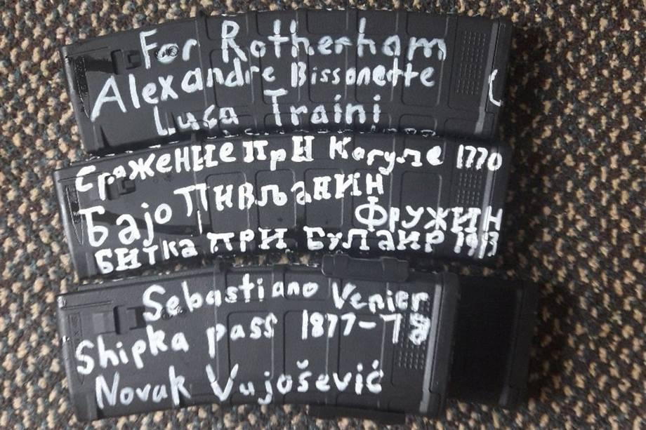 Atirador da Nova Zelândia postou no Twitter fotos da munição usada no ataque com inscrições que fazem referências à batalhas medievais entre cristãos e muçulmanos