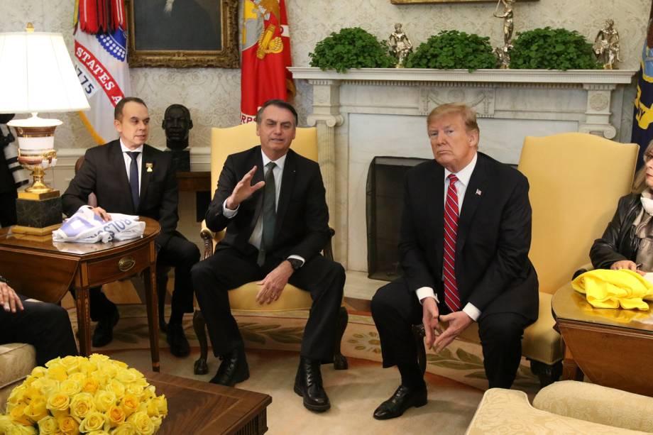 Jair Bolsonaro e Donald Trump respondem à imprensa durante encontro no Salão Oval da Casa Branca, em Washington - 19/03/2019