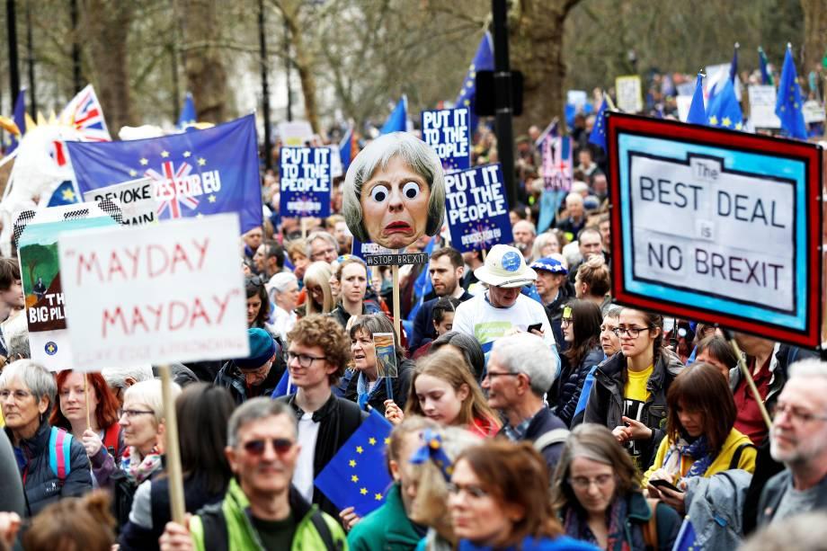 Manifestantes pedem segundo referendo sobre o Brexit, durante protesto realizado em Londres - 23/03/2019