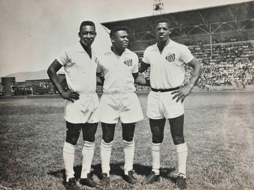 Pelé com Coutinho e Dorval, no Santos, em 1962