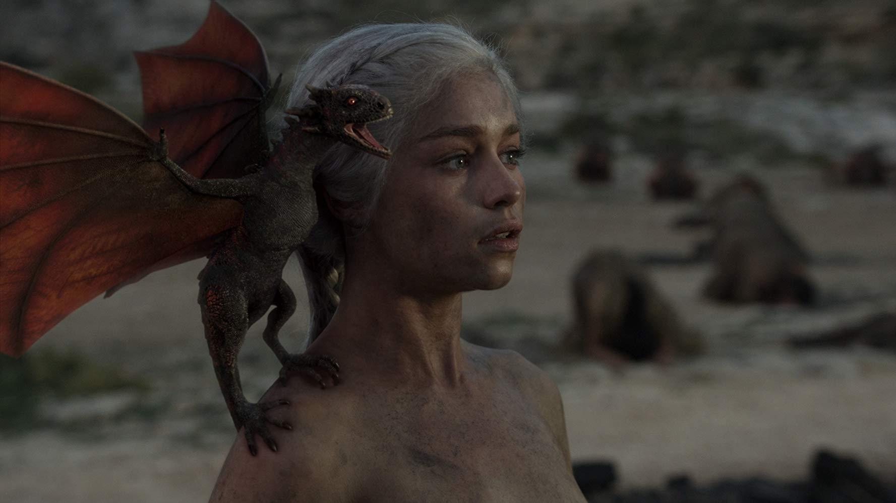Emilia Clarke em cena do episódio 10 da temporada 1 de' Game of Thrones'
