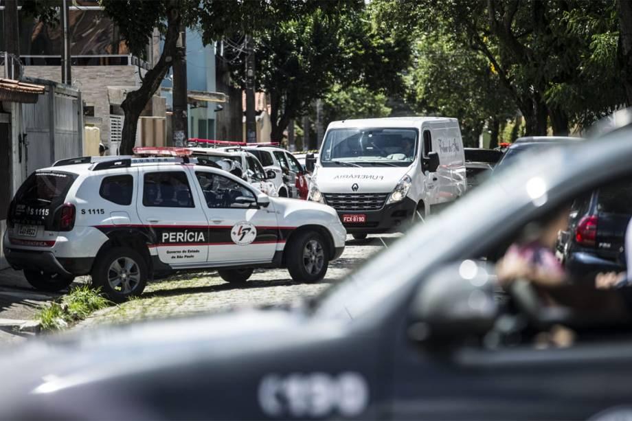 Carros da perícia chegam para investigar a Escola Estadual Raul Brasil após o massacre em Suzano, São Paulo - 13/03/2019