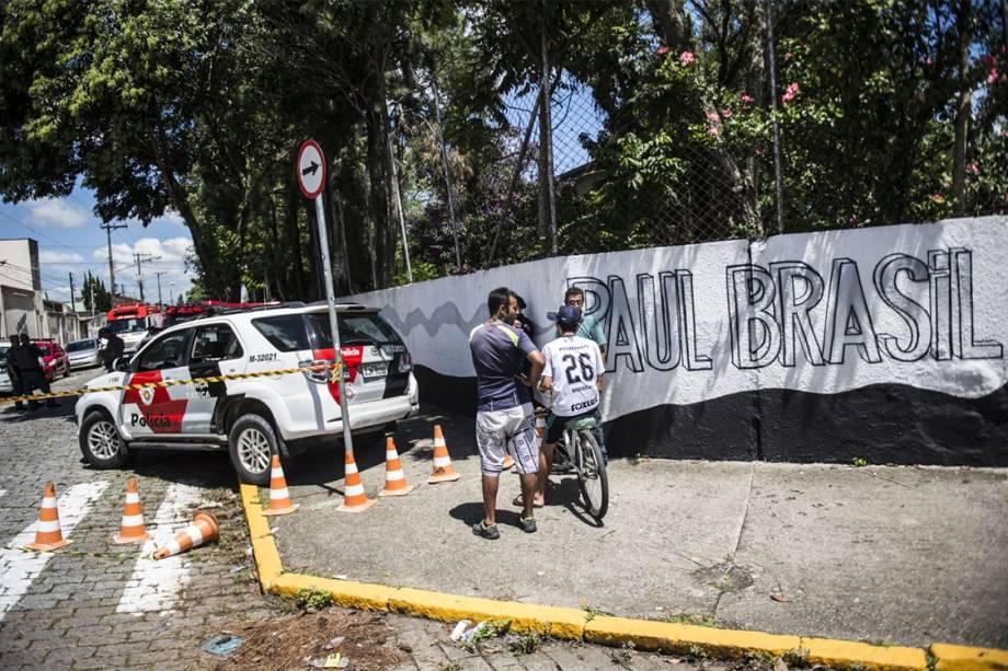 Movimentação na frente da Escola Estadual Raul Brasil, de Suzano (SP), após dois jovens entrarem no local e atirarem contra estudantes - 13/03/2019