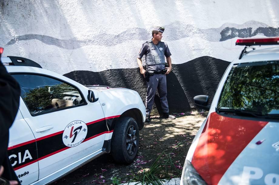 Policiais são vistos na área da Escola Estadual Raul Brasil, em Suzano (SP), após dois jovens entrarem no local e atirarem contra estudantes - 13/03/2019