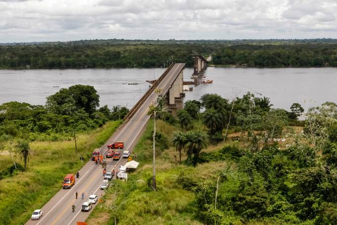 Ponte cai sobre o rio Moju no Pará