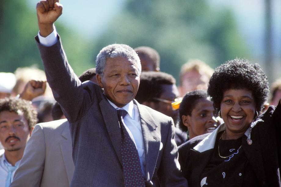 Nelson Mandela é libertado da prisão de Victor Verster, na África do Sul - 11/02/1990