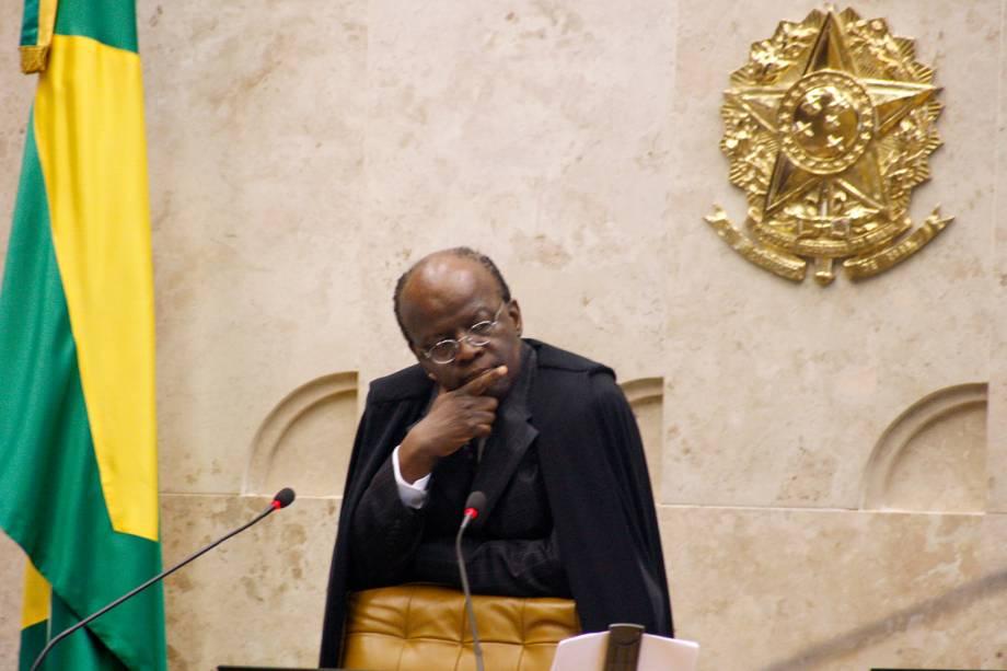 Ministro Joaquim Barbosa presidindo a sessão plenária