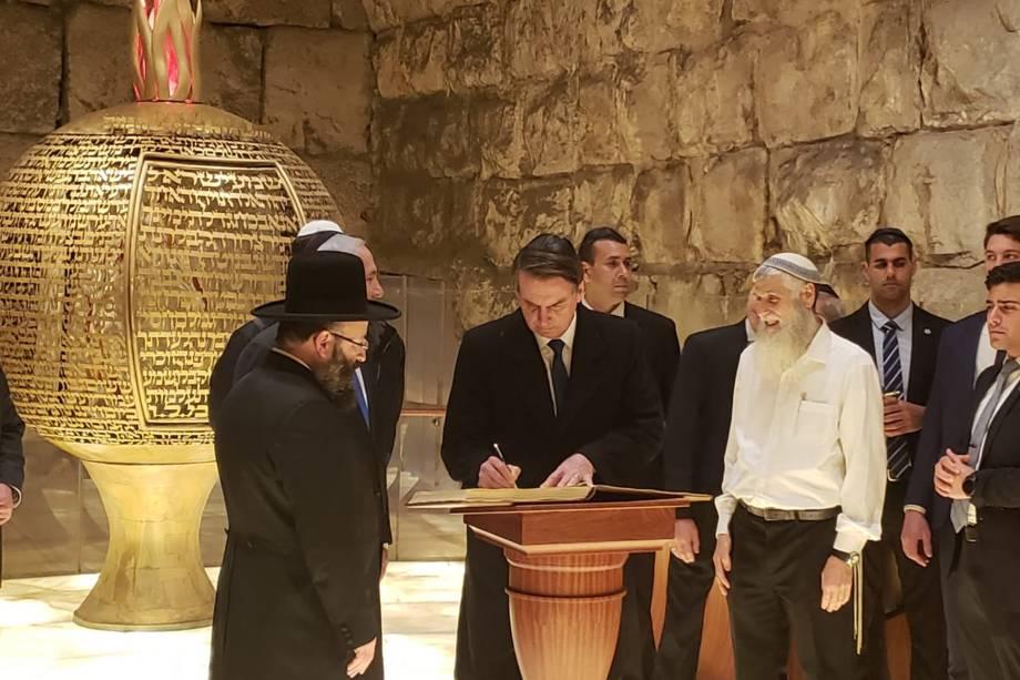 Presidente visita Muro das Lamentações em Israel na companhia do primeiro Ministro Benjamin Netanyahu