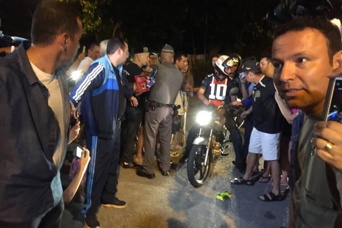 Bolsonaro anda de moto no Guarujá