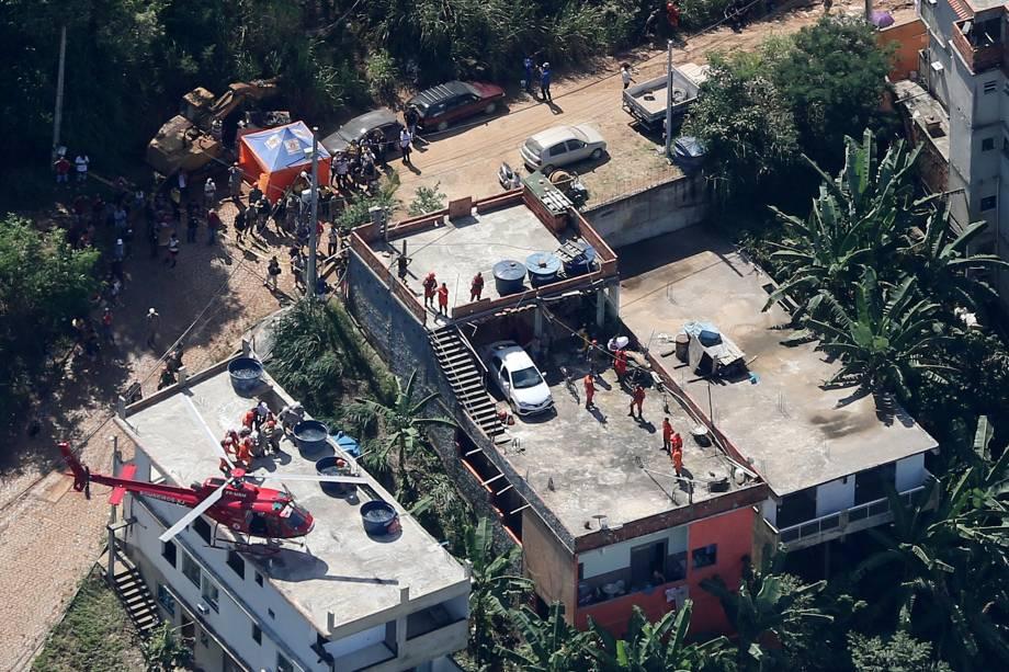Vista aérea do local onde dois prédios desmoronaram na comunidade da Muzema, zona oeste do Rio de Janeiro - 12/04/2019