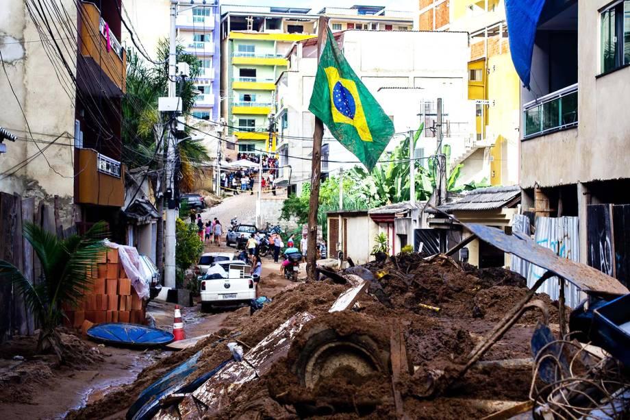 Dois prédios residenciais desabaram na comunidade da Muzema, zona oeste do Rio - 13/04/2019
