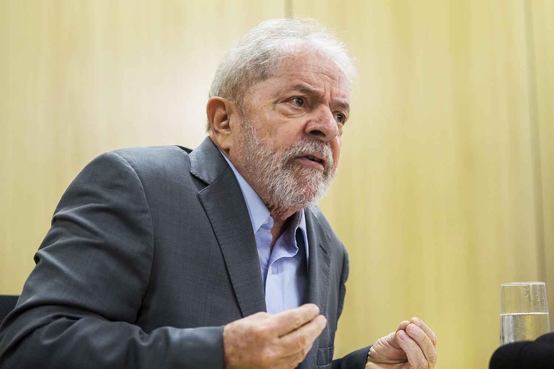 Defesa de Lula vê processo 'corrompido' e diz que liberdade é 'urgente' |  VEJA