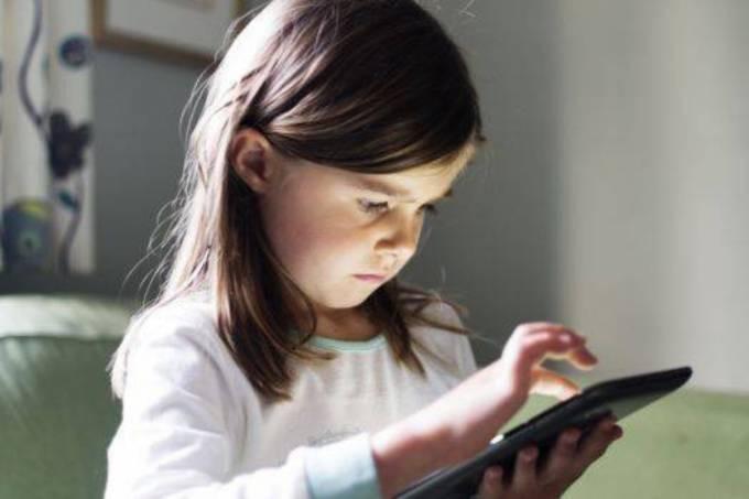 Tecnologia: Nos EUA, crianças de 2 a 10 anos passam pouco mais de duas horas por dia, em média, em frente à televisão, computador, tablet e celular