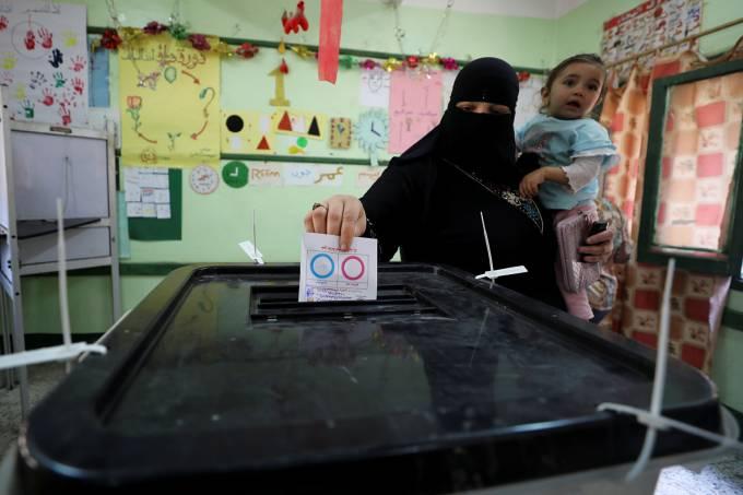 Egito vai às urnas em referendo que pode deixar general no poder até 2030