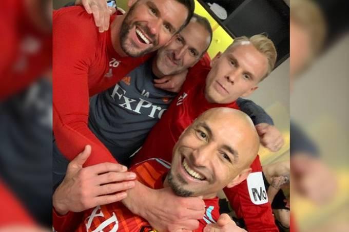 O goleiro do Watford, Ben Foster, publica foto com os colegas de time em sua rede social