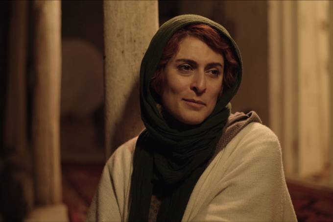 A atriz Behnaz Jafari interpreta a si mesma no filme '3 Faces', de Jafar Panahi