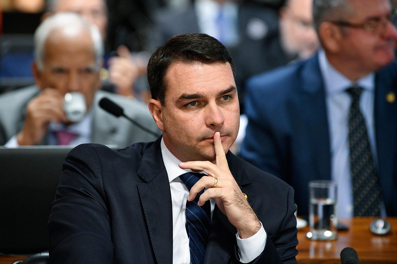 Defesa de Flávio Bolsonaro entra com recurso para impedir ...