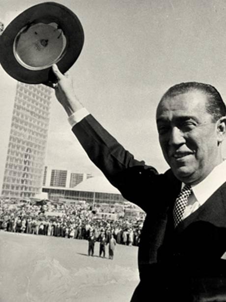 Juscelino Kubitschek, presidente da República, nos festejos de inauguração de Brasília (DF) - 21/04/1960